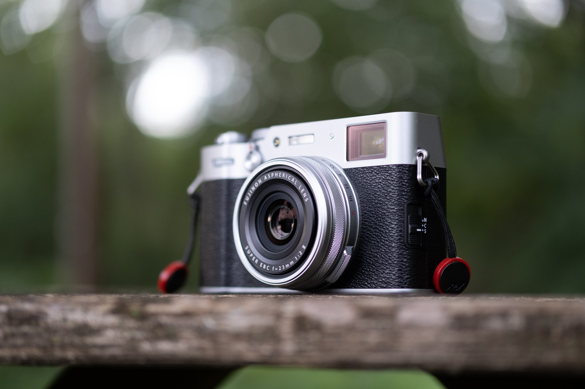 Read more about the article Embracing Imperfection With the Fujifilm X100v: A Photo Walk at Dusk